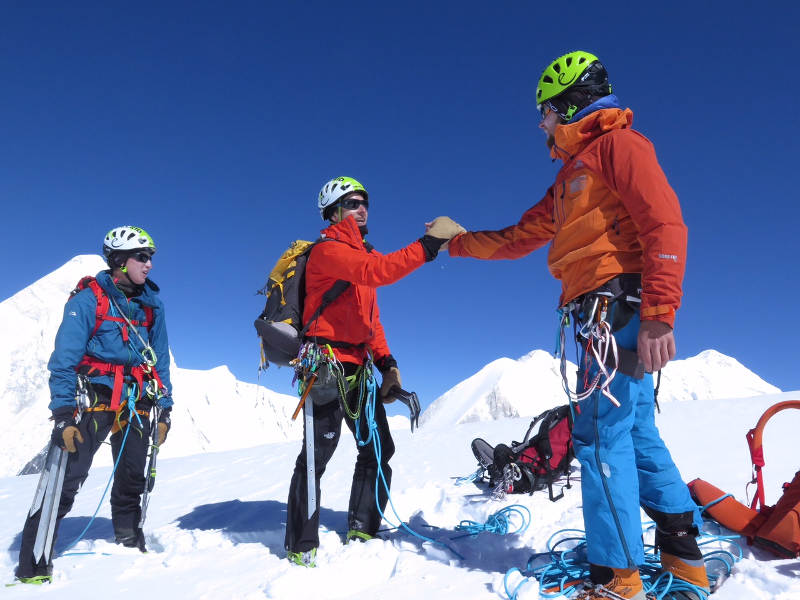 Auf dem Gipfel des Otkrytyj (5664m)
