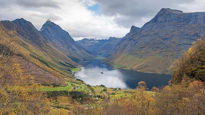 Die MS Nordlys im Hjorundfjord
