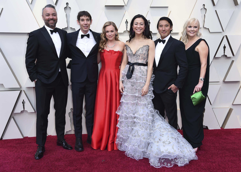 Von links: Evan Hayes, Alex Honnold, Sanni McCandless, Elisabeth Chai Vasarhelyi, Jimmy Chin, Shannon Dil bei der Oscar-Verleihung