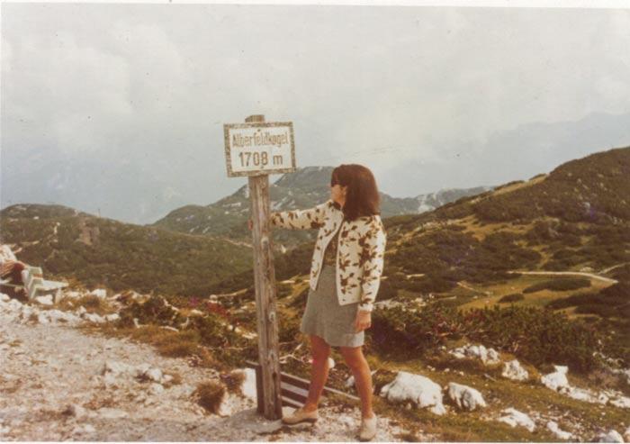 Leserin Georgine Scheler vor fast 50 Jahren auf dem Weg zum Großen Höllkogel.