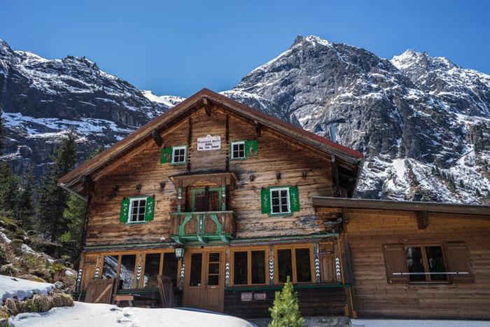 Auch im Winter geöffnet: die Grawandhütte im Zillertal