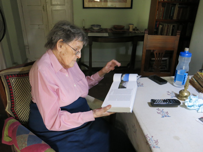 Die 93-jährige Elizabeth Hawley in ihrer Wohnung in Kathmandu