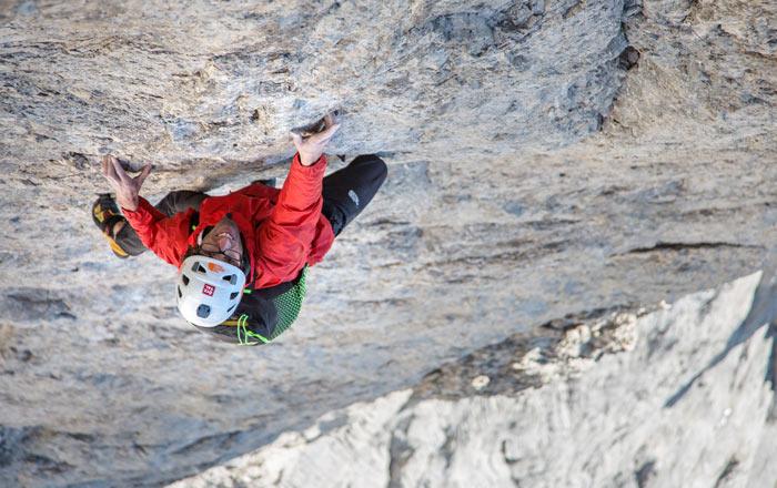Hansjörg Auer free solo in Vinatzer-Messner an der Marmolada Südwand