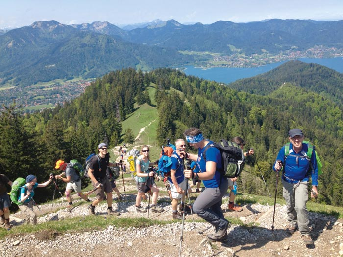 Laufen, essen, nur nicht schlafen: Teilnehmer der 24-Stunden-Wanderung zwischen Tegernsee und Schliersee