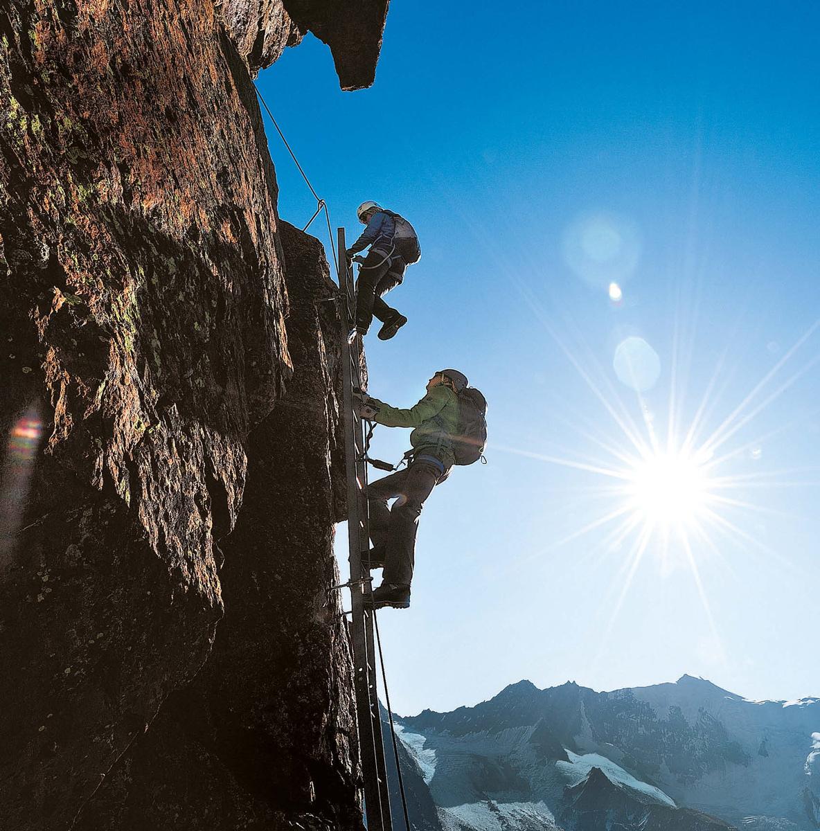 Klettersteige machen mit Steighilfen schwierige Wände zugänglich – sind aber kein Freifahrtschein.