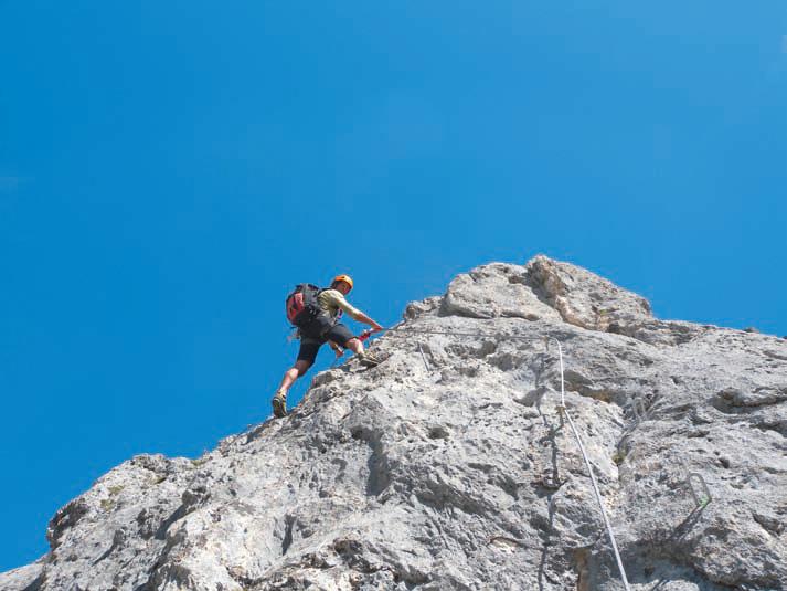 Der schwierige Klettersteig an der Köllenspitze verlangt auch Armkraft.