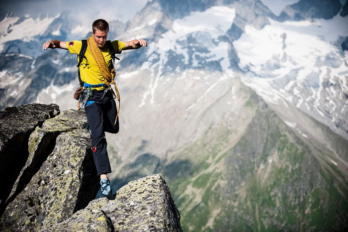 Klettern im Rekordtempo: Extrembergsteiger und Speedkletterer Dani Arnold nimmt die Besucher auf seine aufsehenerregenden Routen durch Fels und Eis mit.