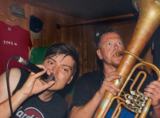 Die Müllerhütte im Ausnahmezustand: Party mit Live- Gigs am Vorabend der Iceparade