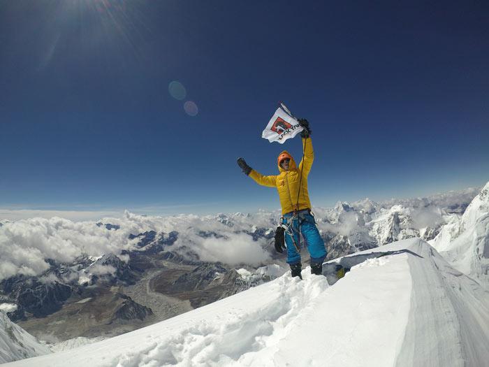 Auf Expedition bewährt: Jost Kobusch in Black Yak Montur am Nangpai Gosum II