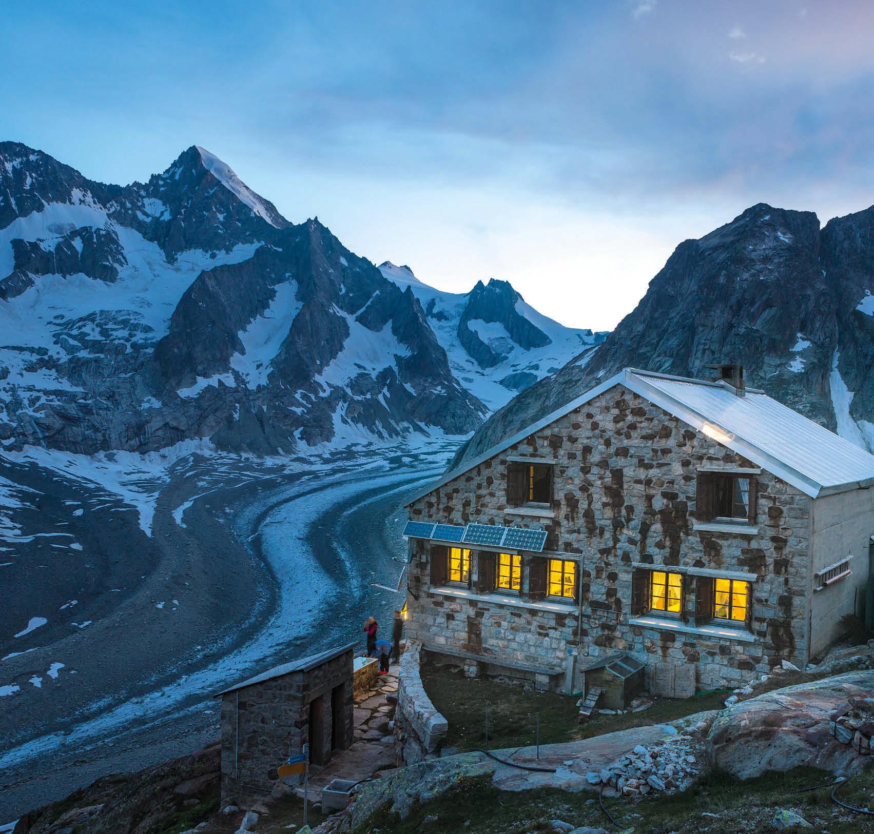 Abendstimmung an der Oberaletschhütte mit Blick auf Nesthorn (links) und Beichpass