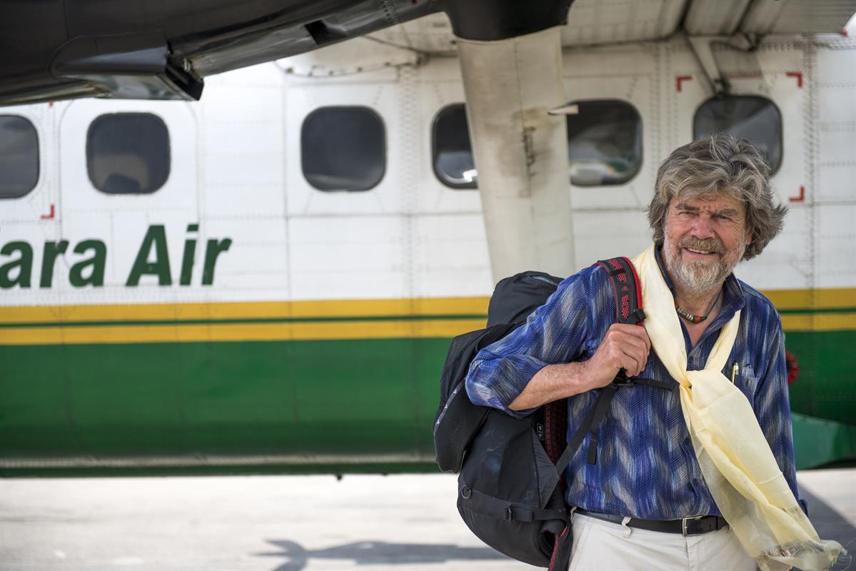 Reinhold Messner am Flughafen von Kathmandu
