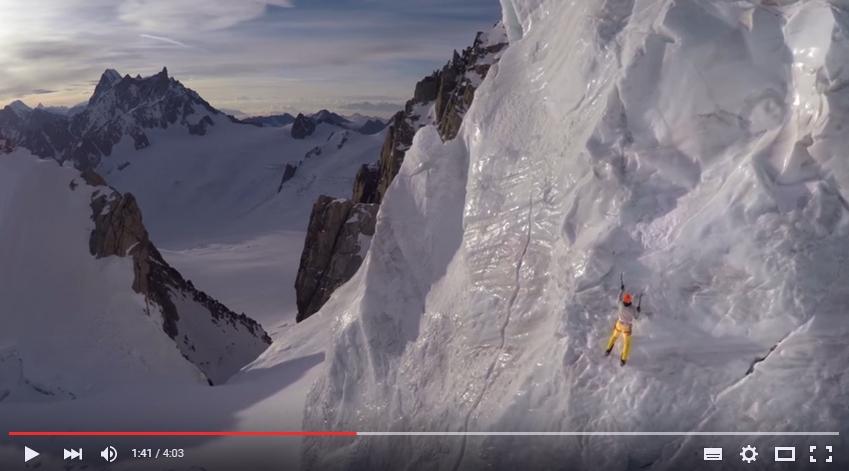 Ueli Steck klettert am Mont Blanc.