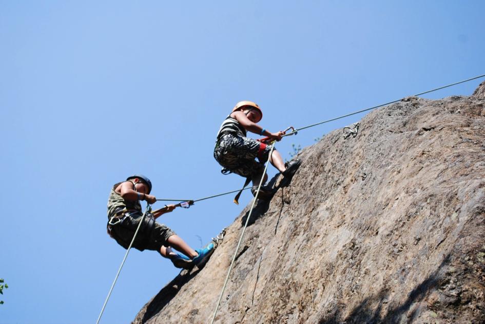 Für eine sichere Klettertour bedarf es am richtigen Equipment, an einer positiven Einstellung und an einem wachen Körperbewusstsein.
