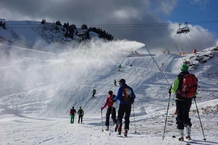 Kunstschnee macht's möglich: Skitour zur Resterhöhe