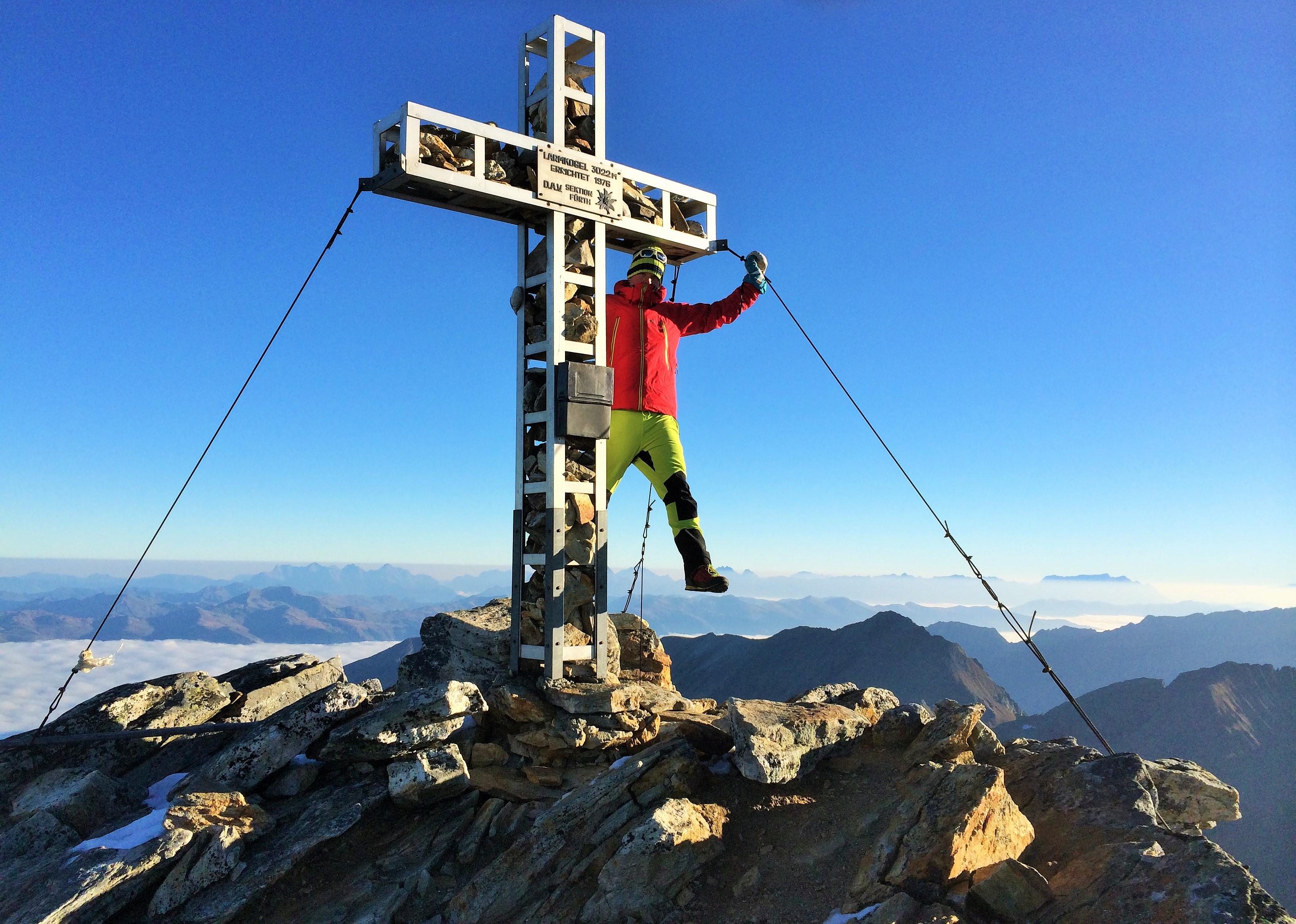 Klettereien am Gipfelkreuz