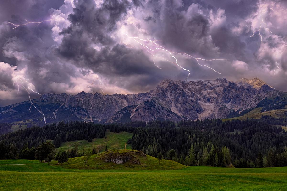 In den Bergen fallen Gewitter häufiger heftiger aus als im Flachland.