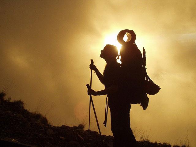 An einem Tag in den Bergen ist gute Ausrüstung das A und O.