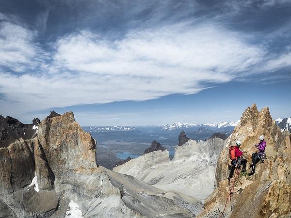 Ines Papert und Mayan Smith-Gobat auf dem Gipfel des Torre Central