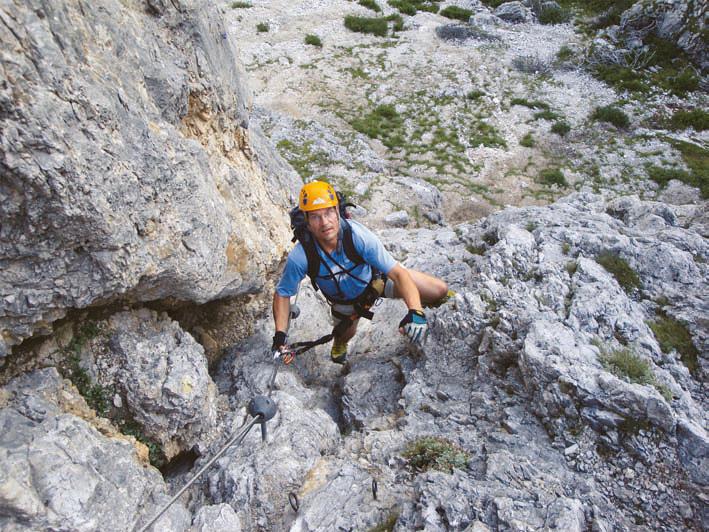 Gut sichtbar sind die an der Steiganlage der Via ferrata degli Alpini angebrachten Gummipuffer.