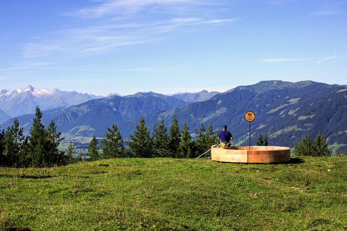 Freie Sichtwahl auf den Panoramabänken in Saalfelden Leogang